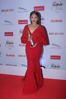 Sonakshi Sinha ravishing in red Monisha Jaising dress at Absolut Elyx Filmfare Glamour Style Awards