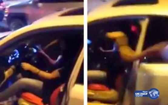 فتاة سعودية حاولة قيادة السيارة في جدة شاهد ماذا فعل بها الشباب !!