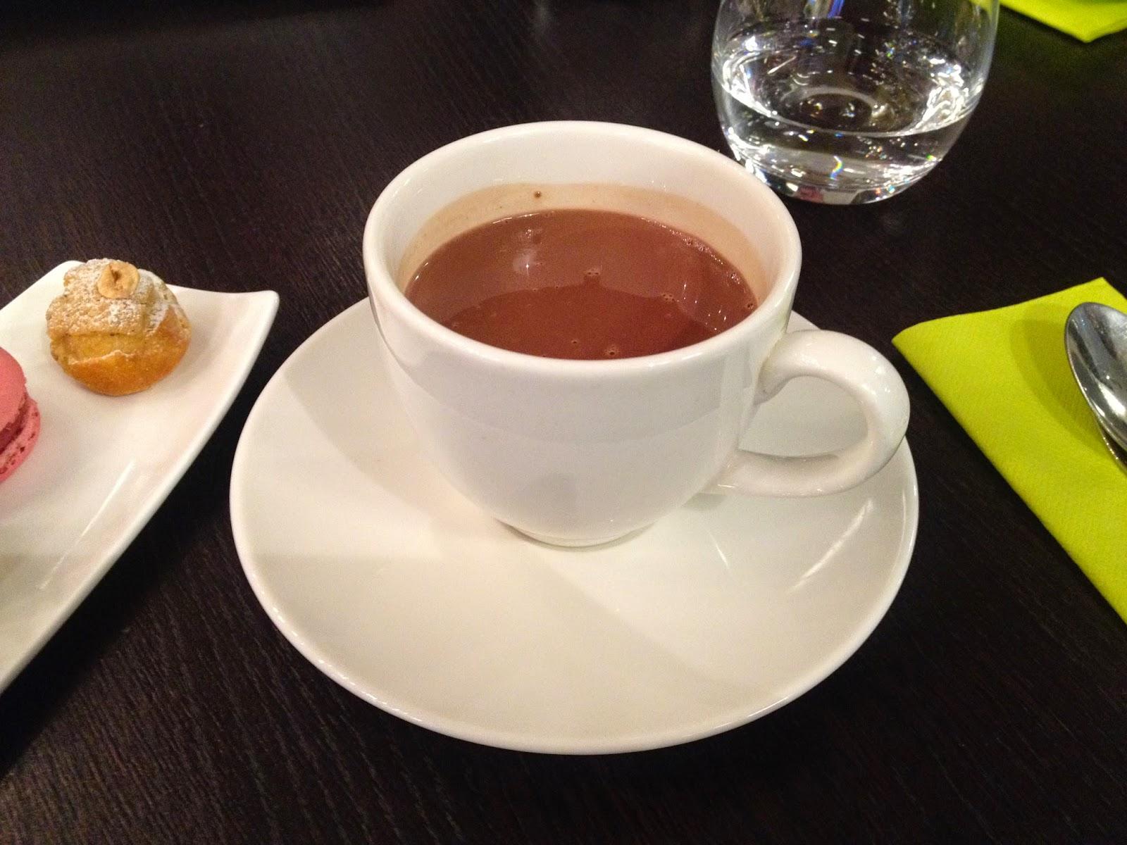Real hot chocolate at Un Dimanche à Paris
