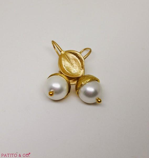 Pendientes hoja con bellota dorada y perla