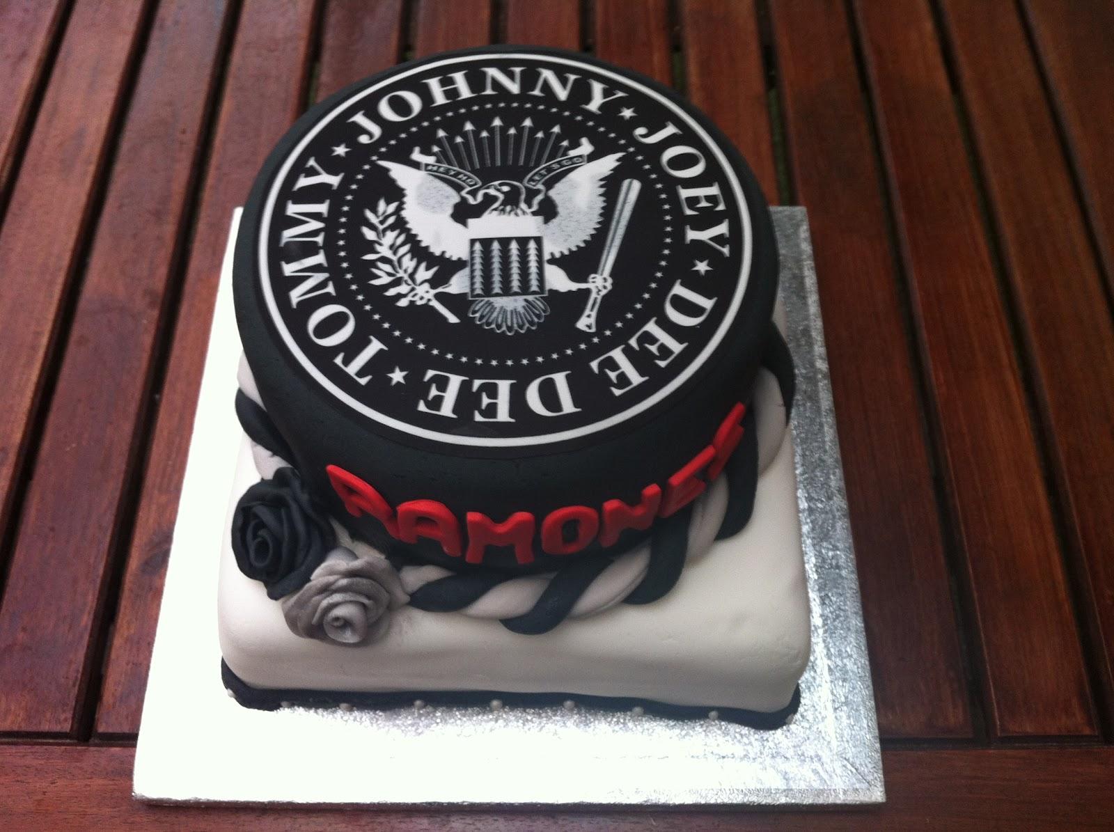 Ninettvintage Cakes Tarta De Ramones Regalo Para Un Amigo