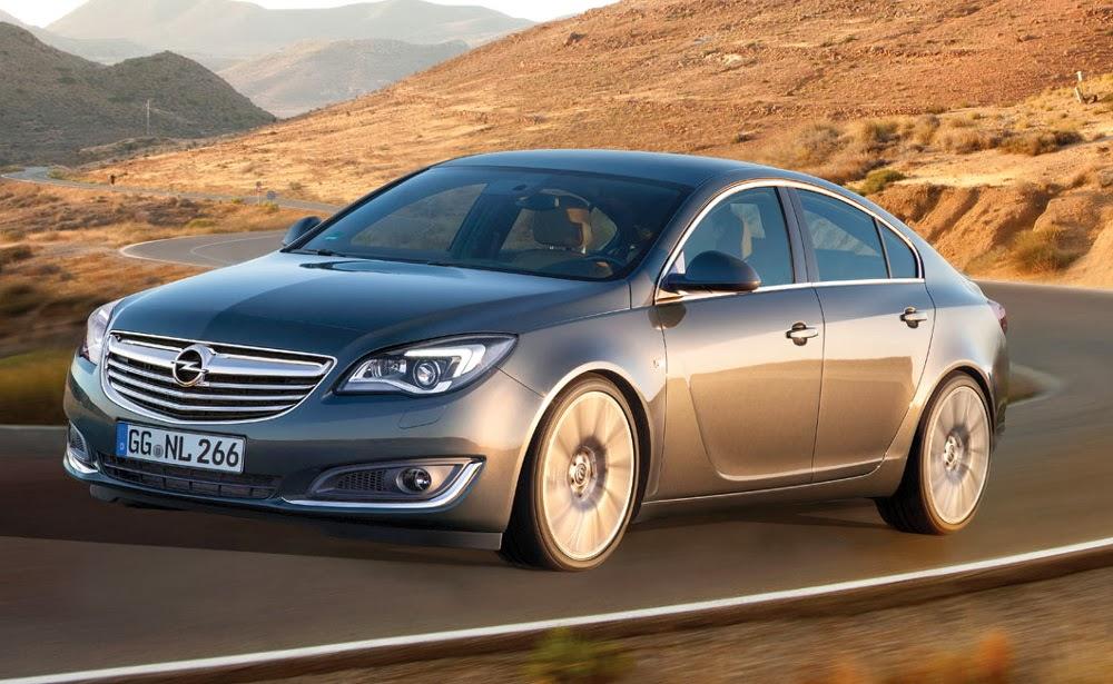 Opel Insignia pe sosea