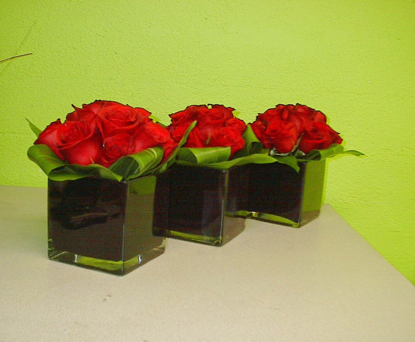 Flowers for one of our favorite venues cut las vegas wolfgang flowers for cut las vegas wolfgang puck steakhouse inside the palazzo of red roses aspidistra leaves in a black modern cube vase in a set of three reviewsmspy