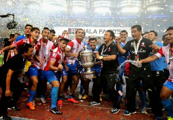 Prime Minister Lee Hsien Loong offered congratulations to the LionsXII on Facebook after their 3-1 victory against Kelantan in the FA Cup final.