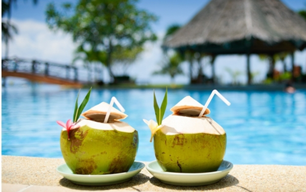 The benefits and content of coconut water for health