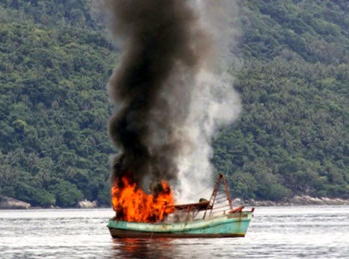 Peledakan Kapal Illegal Fishing