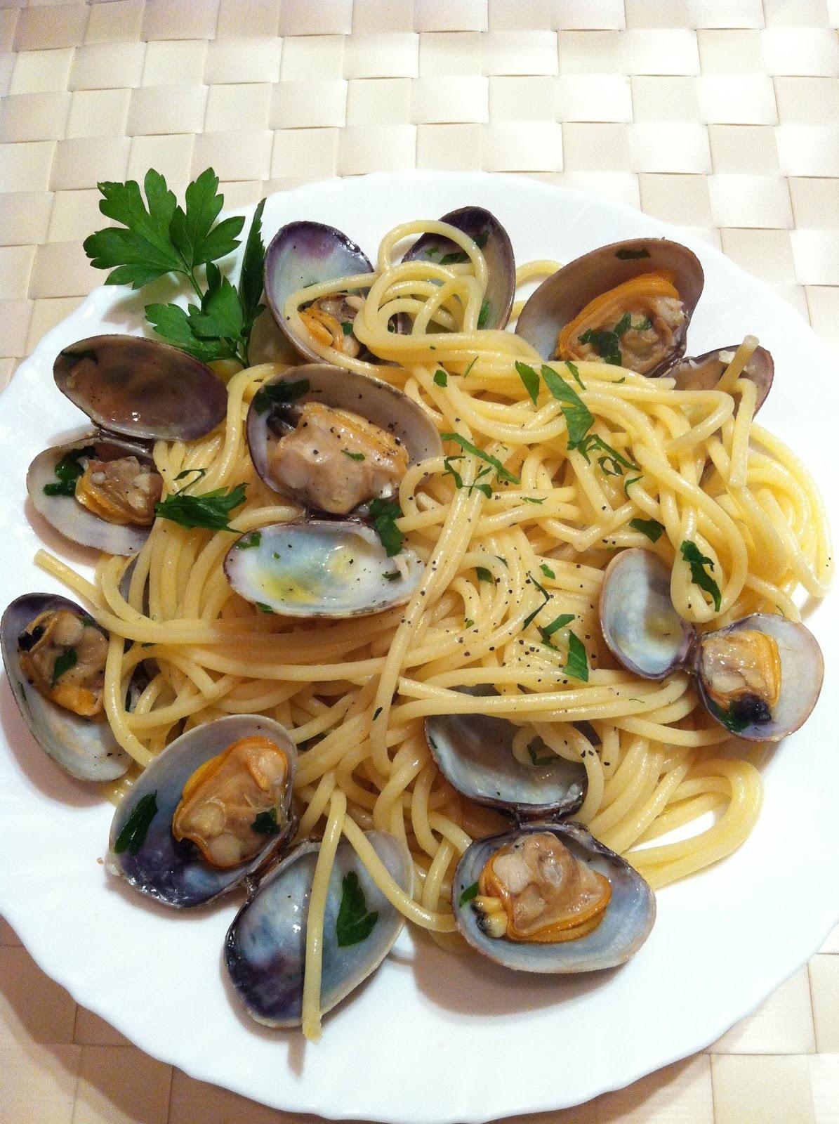 Pasta academy spaghetti alle vongole - Espaguetis con almejas ...