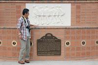 ホーソンのビーチ・ボーイズ記念碑にて