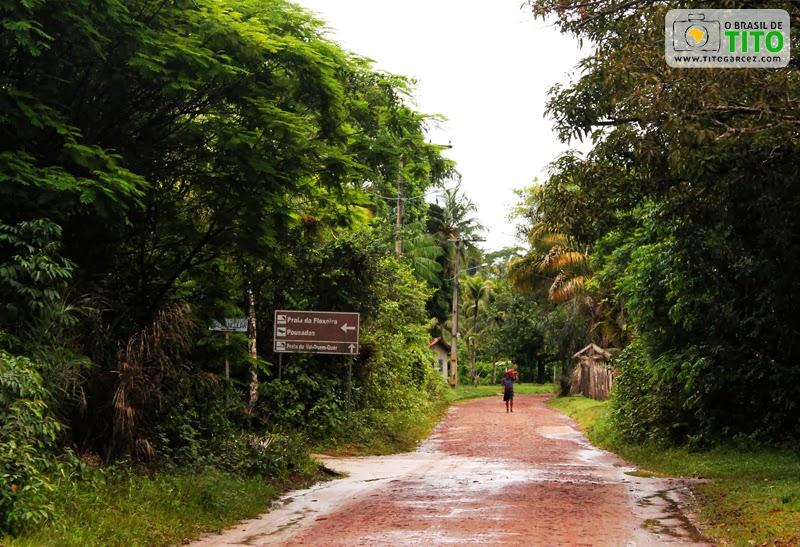 Estrada de acesso à praia do Vai-Quem-Quer, na ilha de Cotijuba, no Pará