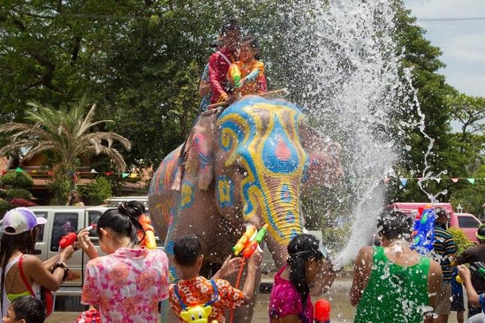 Hasil gambar untuk Songkran Water Festival, Thailand