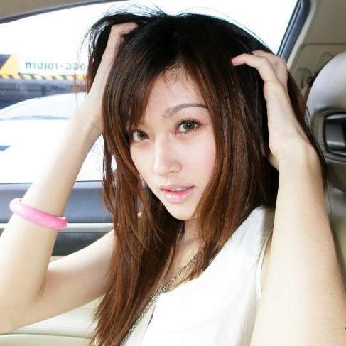 berikut adalah foto ratu transgender waria tercantik se asia namanya ...