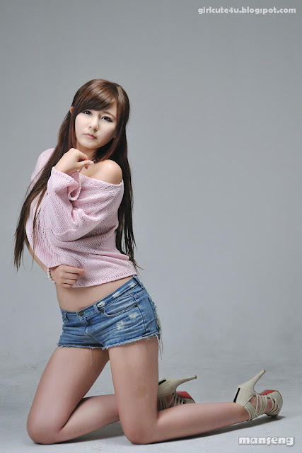 8 Ryu Ji Hye-Pink Sweater-very cute asian girl-girlcute4u.blogspot.com