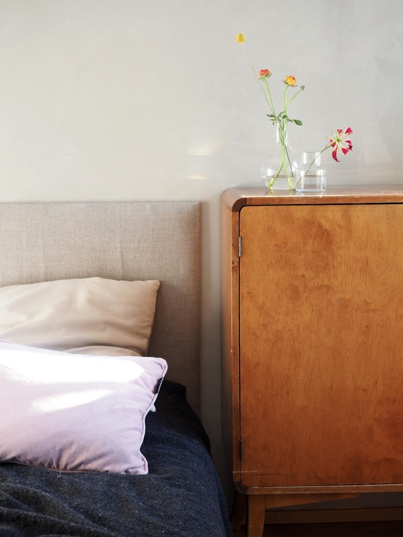 hempeästi sisustettu makuuhuone