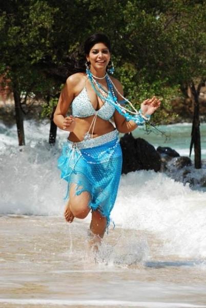 Navel Show | Actress Hot Navel,Desi Girls Navel,Saree Below Navel ...