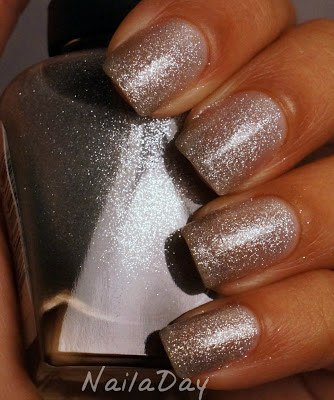 NailaDay: Sally Hansen CSM Starry, Starry Flight