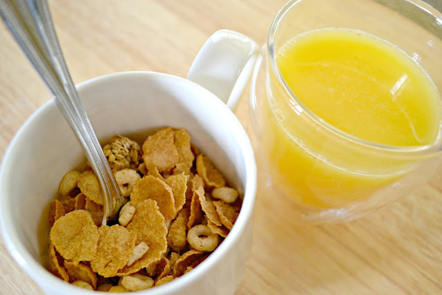 MommyTesters easy breakfast from Safeway Vons #cbias #BreakfastSavings cereal in a mug and orange juice