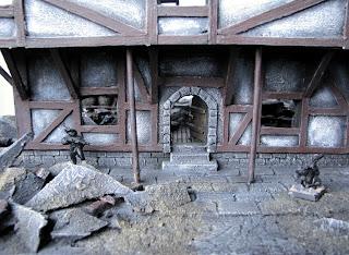 poradnik malarski dotyczący malowani makiety ruin budynku miasta Mordheim