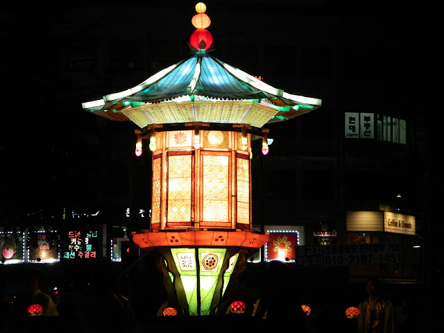 another huge lantern float