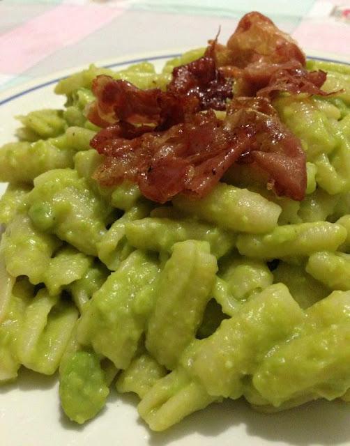 pesto di fave verdi e prosciutto crudo croccante
