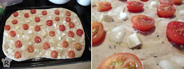 Coloca los tomates, la cebolla y el queso y deja levar de nuevo