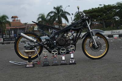 Spesifikasi Modifikasi Kawasaki Ninja 150 R Drag Race :