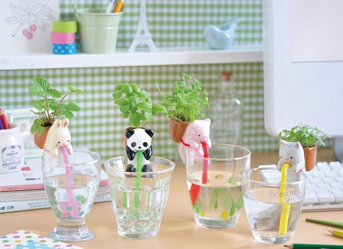 00-Chuppon-Self-Watering-Animal-Planter-www-designstack-co