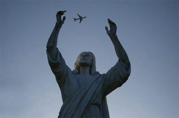 Fotos tiradas no momento exato -  Estatua de jesus