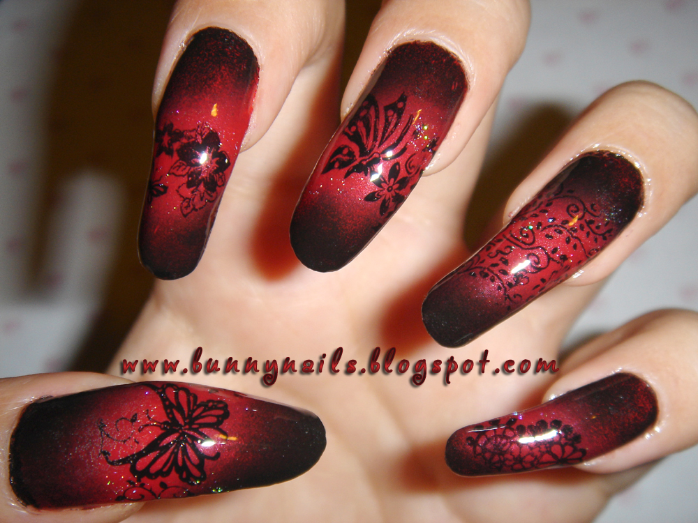Red and Black Gradation Nail Art
