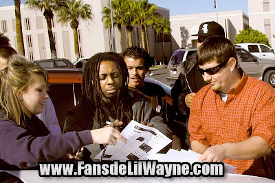 fotos raras de lil wayne firmando autografos