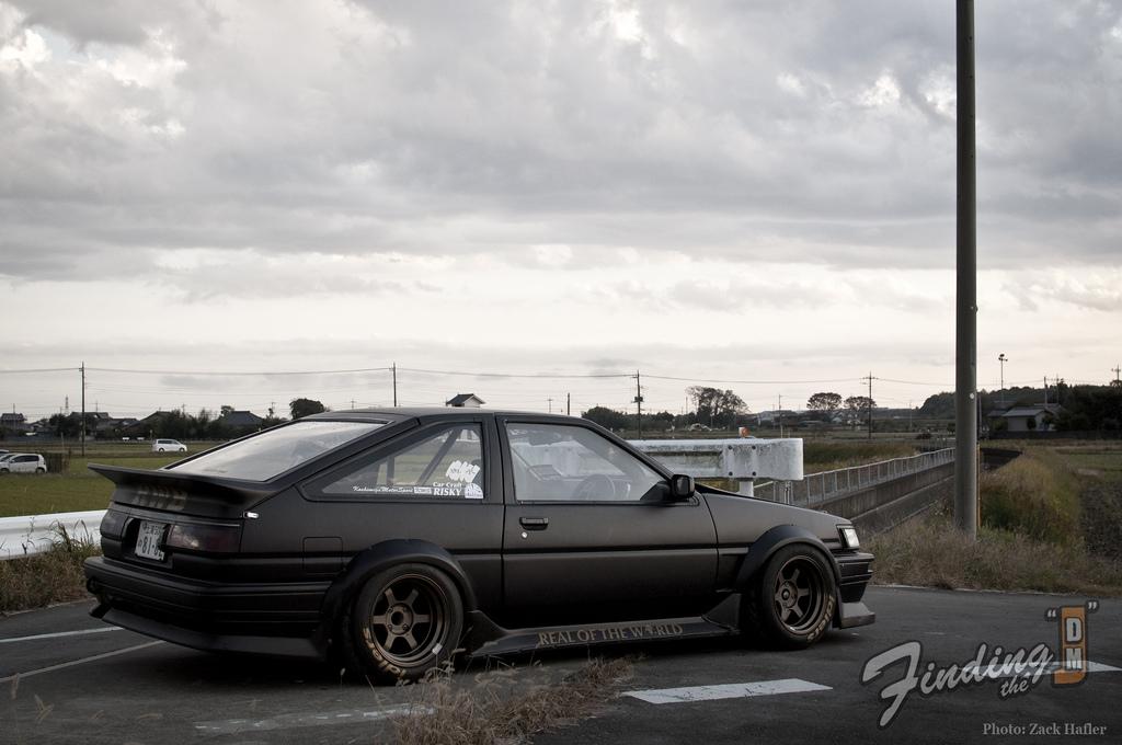 Toyota AE86, RWD, stary japoński sportowy samochód, hatchback, kultowy, legenda, hachiroku