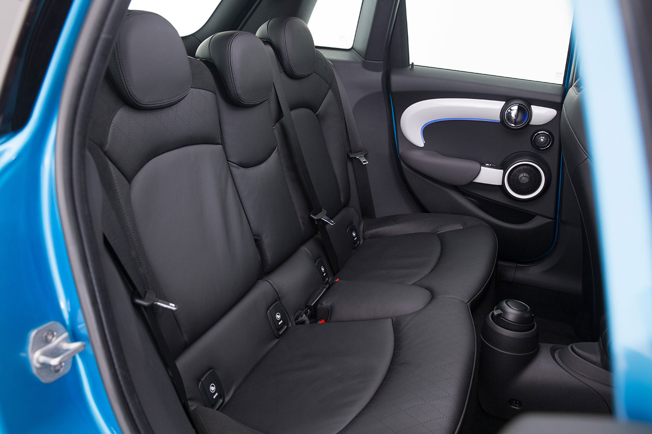 Mini Cooper 5-door Hatch interior
