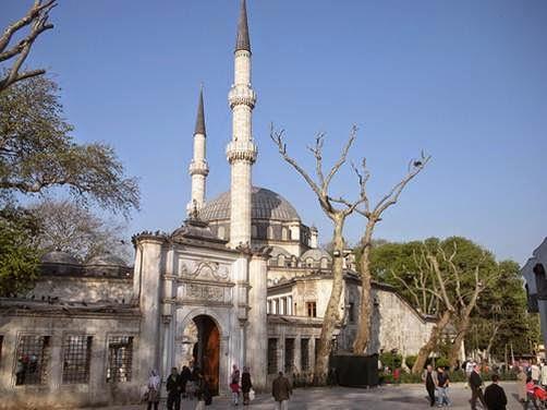 Hasil gambar untuk foto masjid sultan ayub di turki
