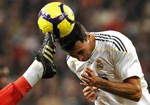 دراسة: تجنبوا لعب الكرة بالرأس لأن ذلك يحدث تلفا للدماغ