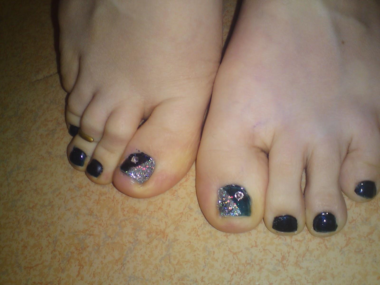 http://lunalithe.blogspot.fr/2011/11/beaute-des-pieds-bleu-et-holo.html