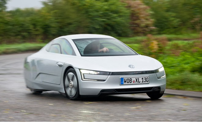 Volkswagen XL1 driving
