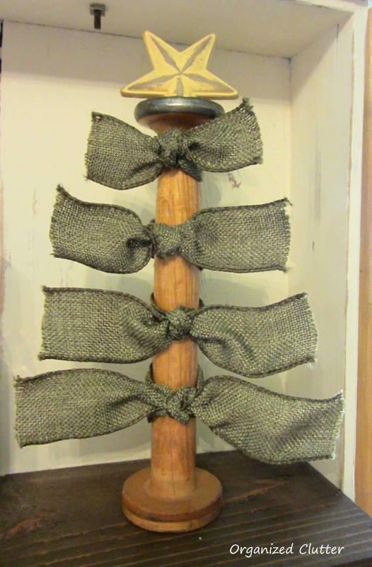 Easy Wooden Spool Christmas Decor www.organizedclutterqueen.blogspot.com