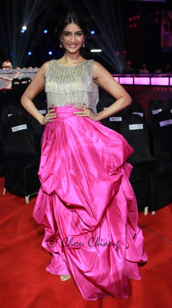 Sonam Kapoor Femina Miss India 2012 Dress Pic - Sonam Kapoor Femina Miss India 2012 Dress Pic