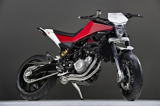 Husqvarna 900R Nuda Finally Appears