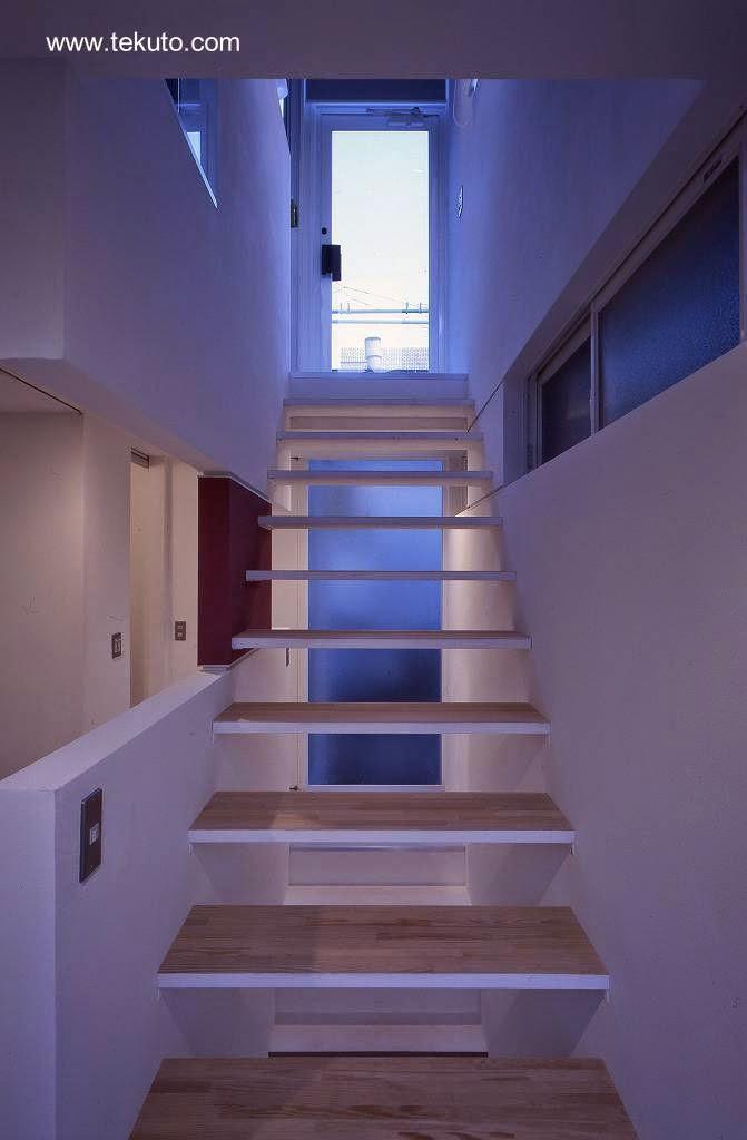 Arquitectura de casas casa japonesa peque a por fuera y - Escalera japonesa ...