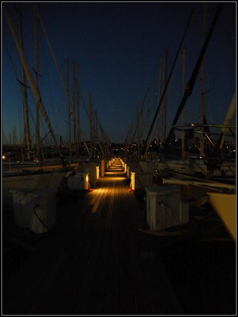 A marina in Sausalito, California at dusk