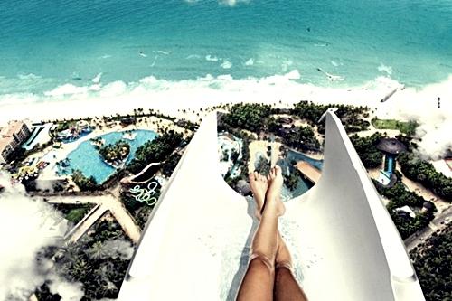 pemandangan-dari-atas-luncur-air