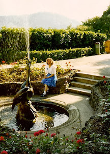 离童话王宫不远的另一山上,在路德维希二世父母的城堡花园里。