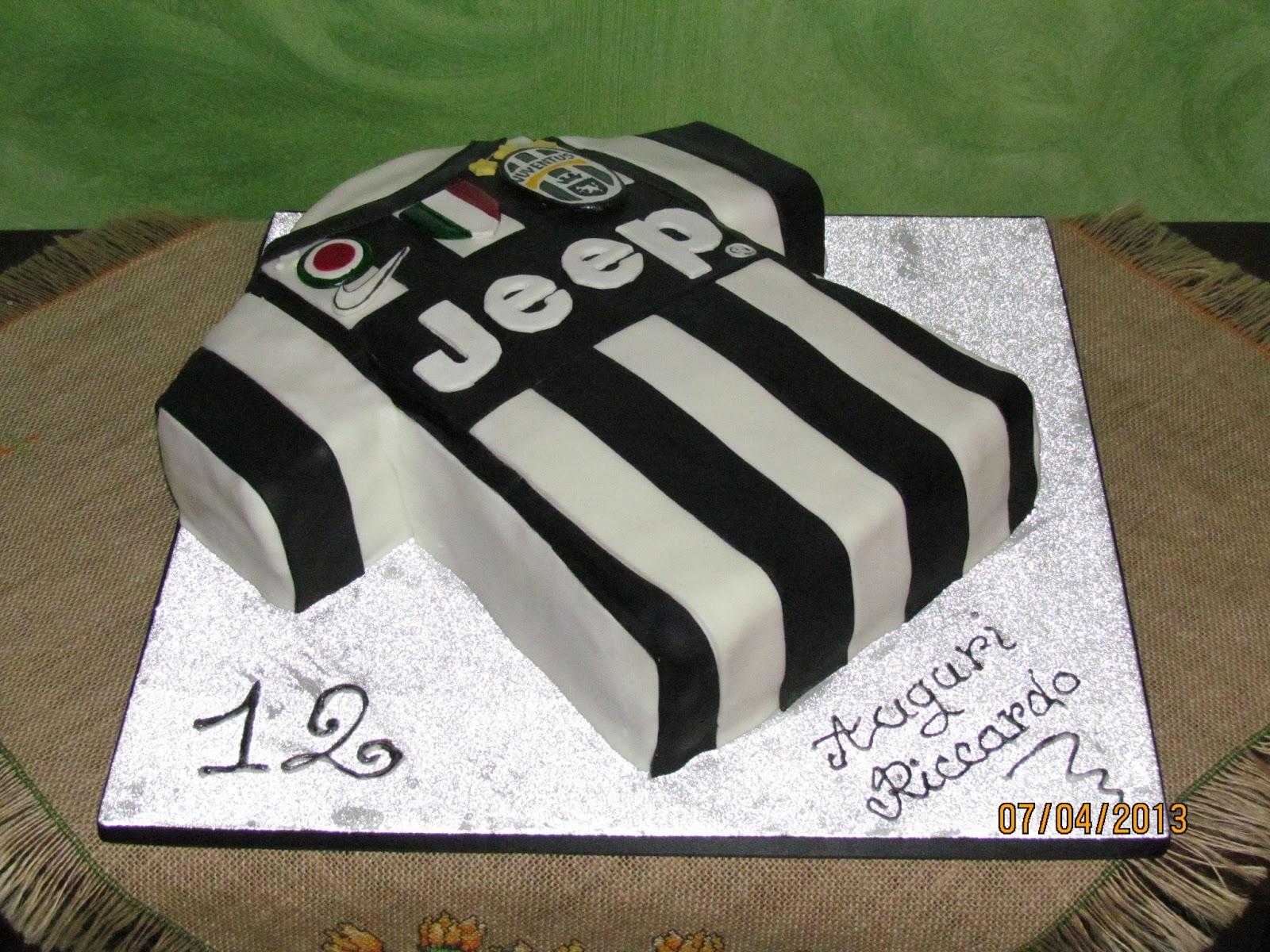 Le torte di lella torta maglietta juventus in pasta di for Decorazioni juventus per torte