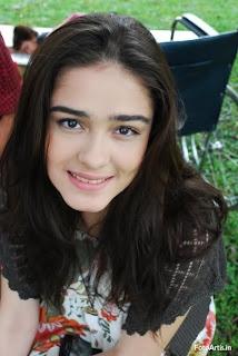 Wajah cantik artis Yasmine Wildblood