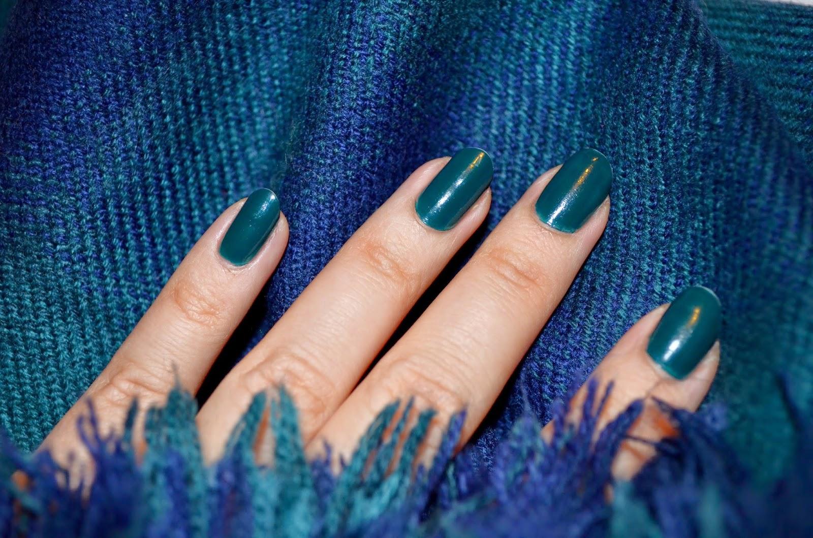 http://www.fashion-spike.blogspot.ro/2014/12/tartan-classic-opi-christmas-got-plaid.html/?fuid=147223
