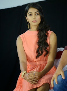 Actress Pooja Hegde Pictures in Short Dress at Oka Laila Kosam Prerelease Press Meet  18