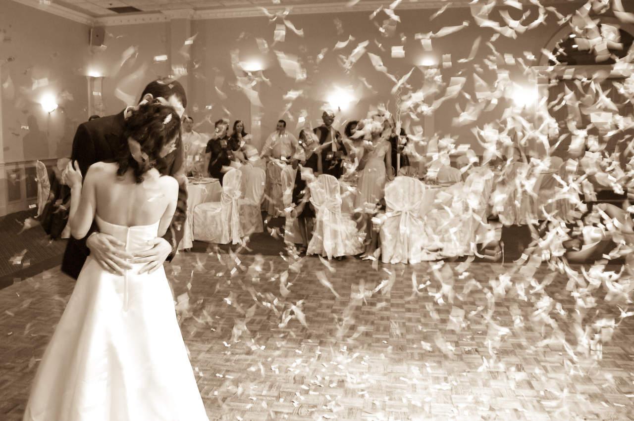 http://3.bp.blogspot.com/-MtuMcky-CFI/UB64qra8x1I/AAAAAAAAGQw/C7GCa2iJvAw/s1600/wedding-dress-ideas.jpg
