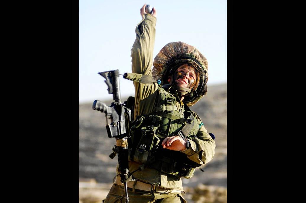Tentara Cantik Israel Lempar Granat