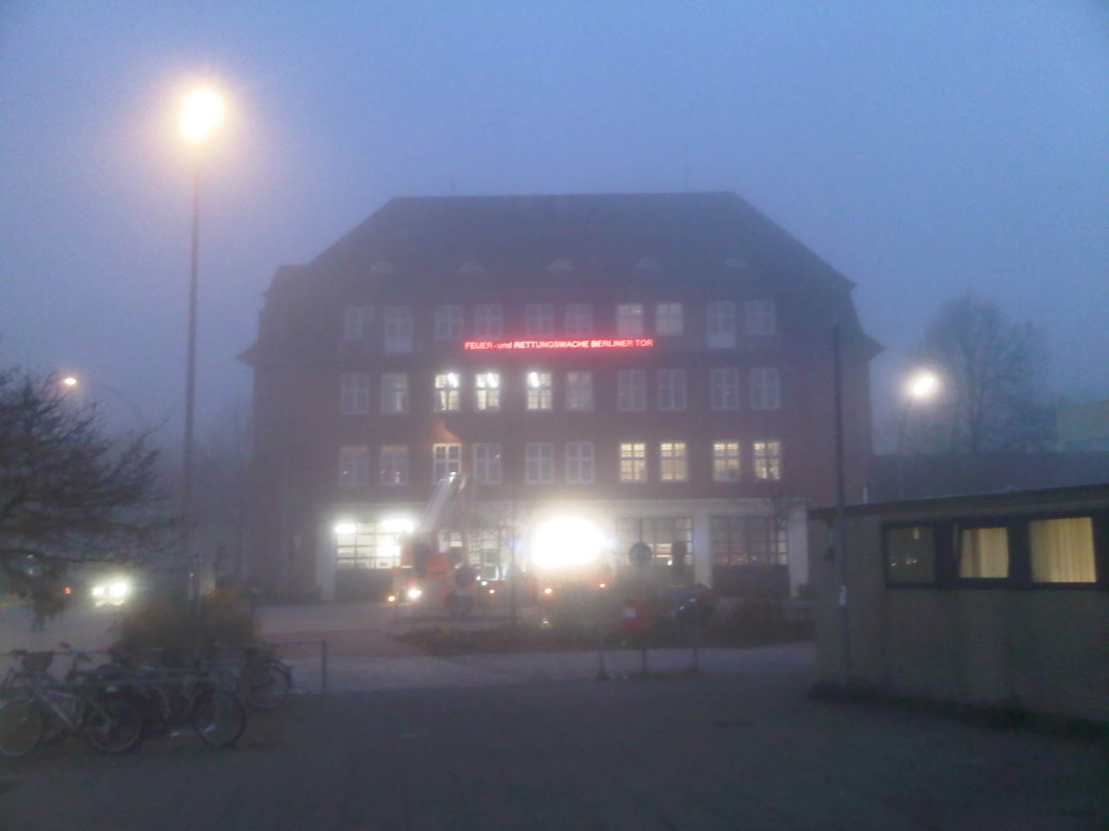 Feuerwache Berliner Tor im Nebel - Fire-Department Berliner Tor in the fog