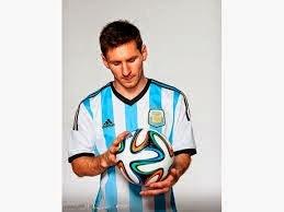 Messi con la pelota del Mundial